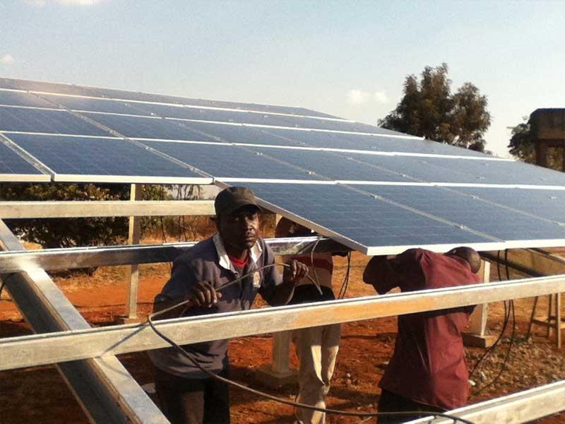 2012年8月,瑞峰在莫桑比克安装的100千瓦离网地面光伏项目