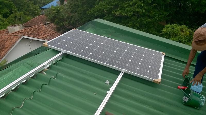 2015年,瑞峰在斯里兰卡科隆坡安装的32千瓦并网光伏项目